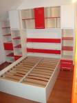 """Dormitor din pal alb si rosu"""